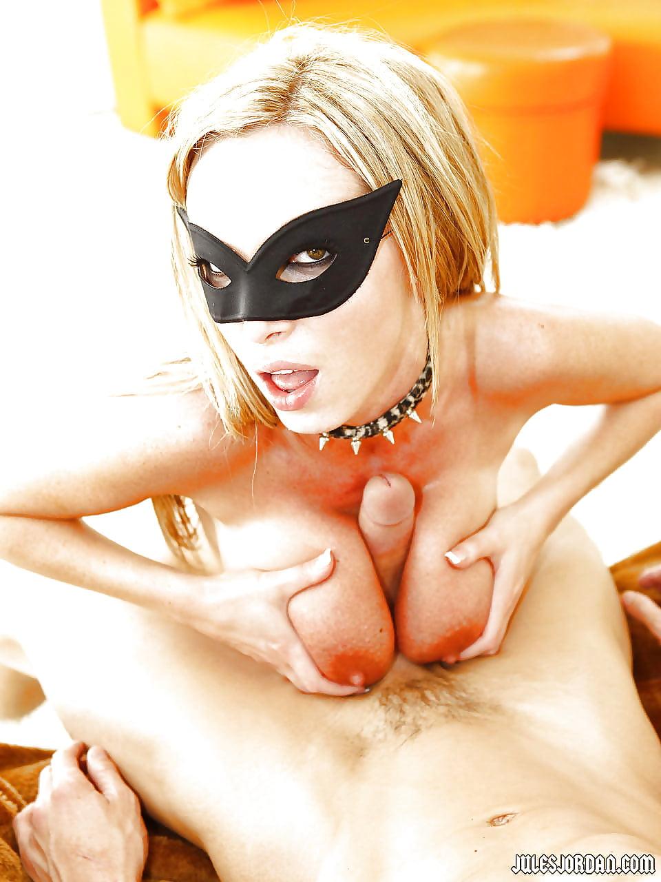 Порно видео людей в масках