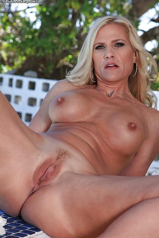 nudechrissy-hot-blonde-milf