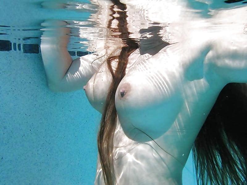 Доставить удовольствие фотки сиськи из воды торчат порно