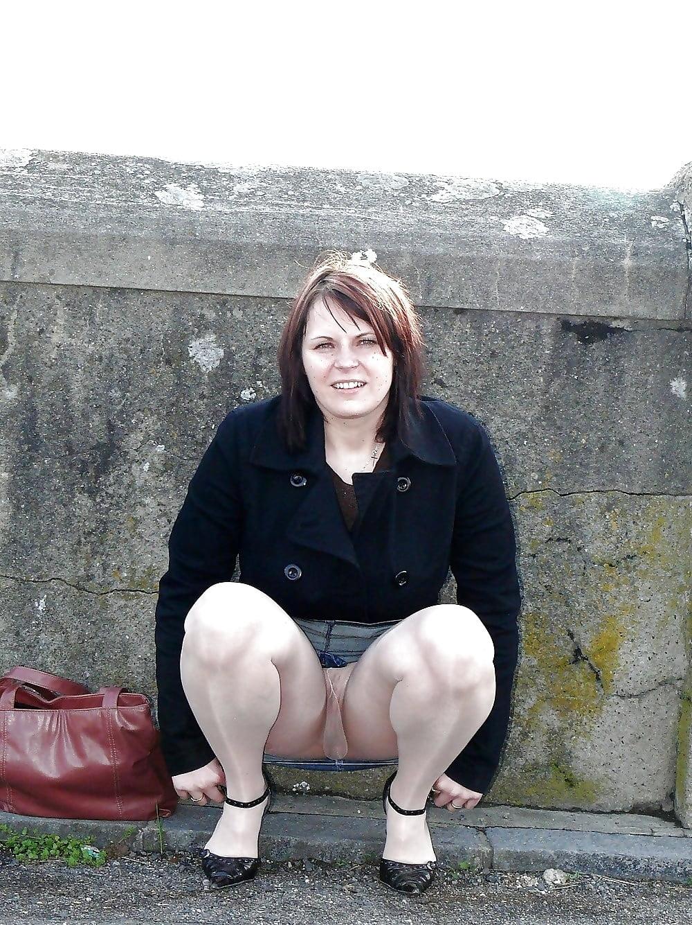 фото зрелых женщин сидящих на корточках своего