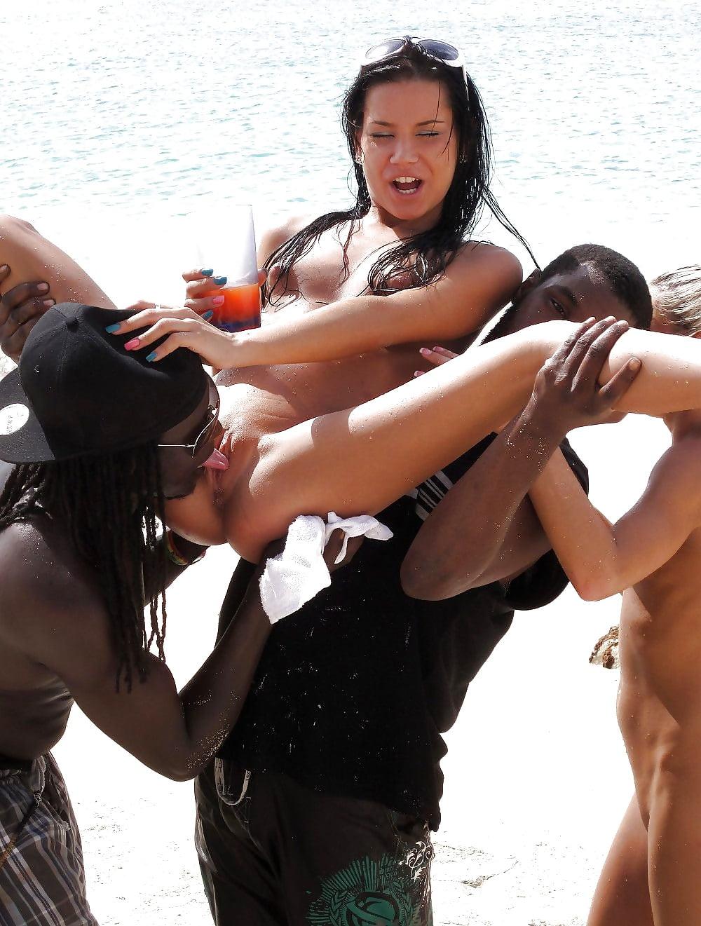 смутилась порно лесби каникулы мексике сюда подтверждаете