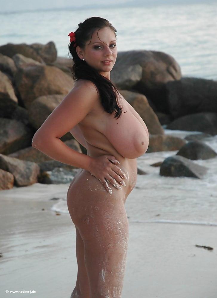 Девушки с пышными формами на пляже голые, порно онлайн полицейские выебали задержанную