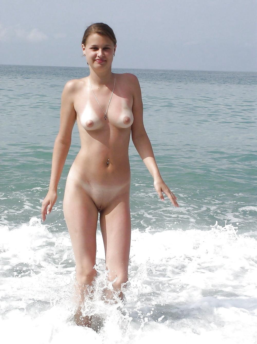 Девушки на пляже частное фото голые
