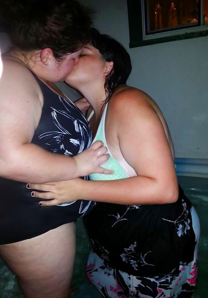 Busty pale blonde makes out with a chubby lesbian honey on gotporn