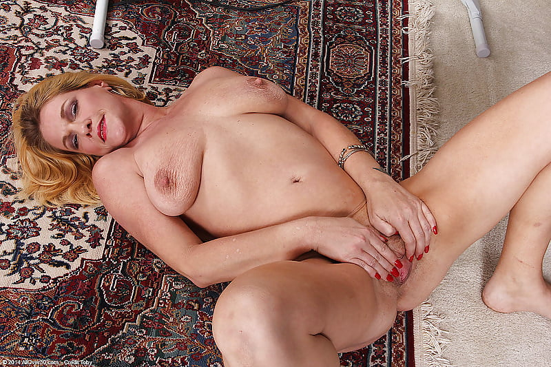 Pin on cougars, mature and beautiful older ladies