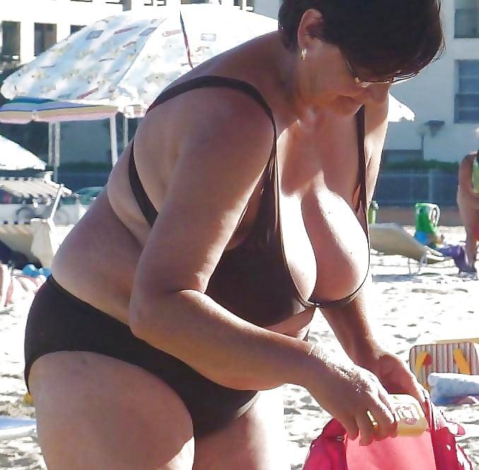 Titten bikini dicke Große Titten: