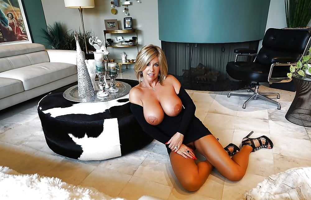 See and save as sexy mature uk wife naked in the garden porn pict