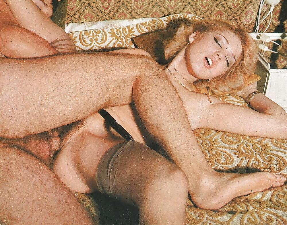 Emma Roberts Hot And Lot Of Sex Dree Hemingway Nude Boobs