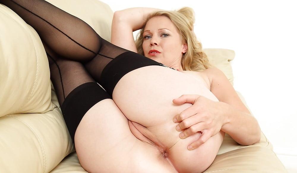 Milf mature stockings solo