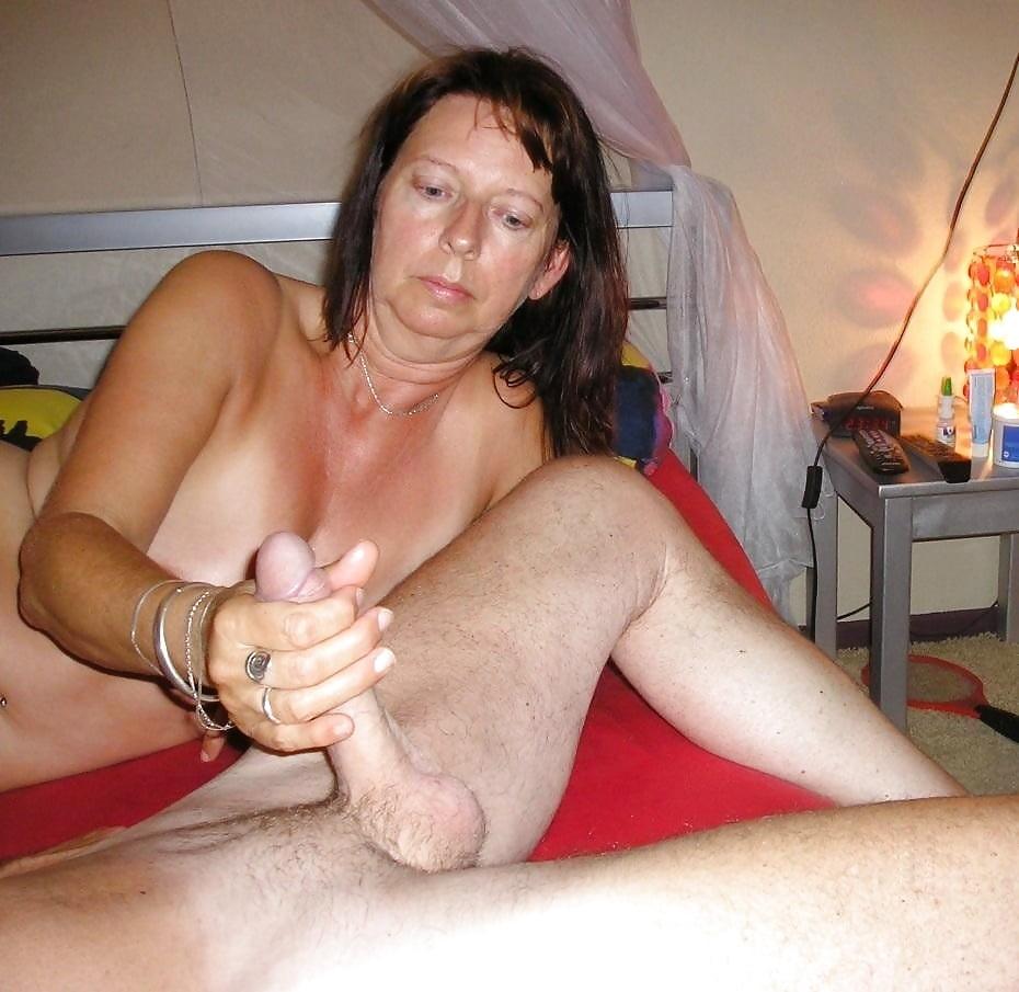 Nasty Mature Handjob Sex Clips