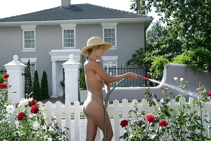 Aussies strip off to celebrate naked gardening day