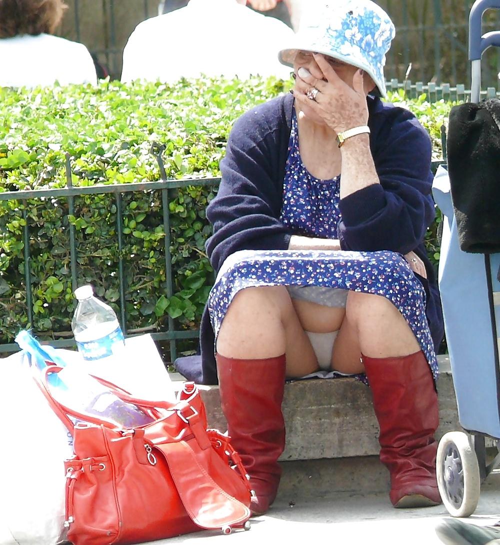 Big Tits Mature Upskirt No Panties