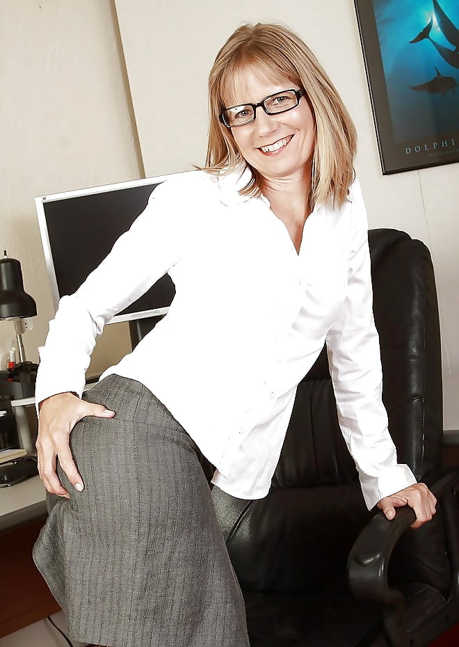 Mature women with glasses posing naked