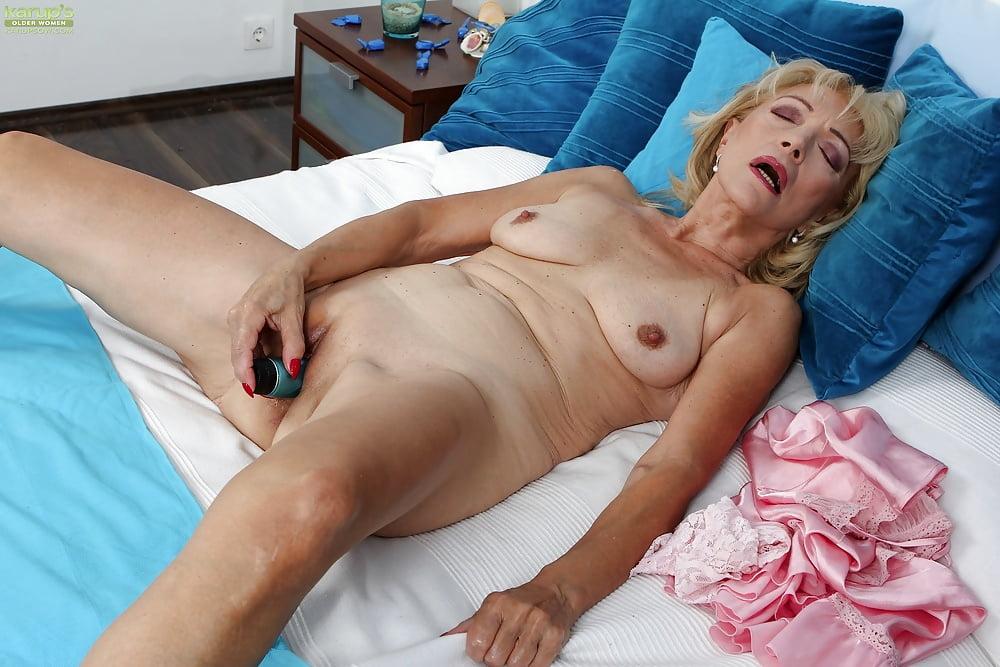 Naked masturbating grannies pics, nude girls all free