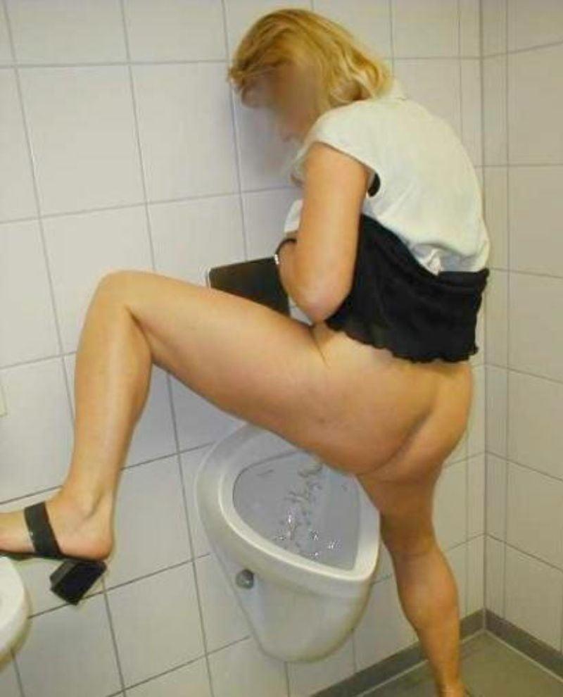 Desperate japanese girl pees