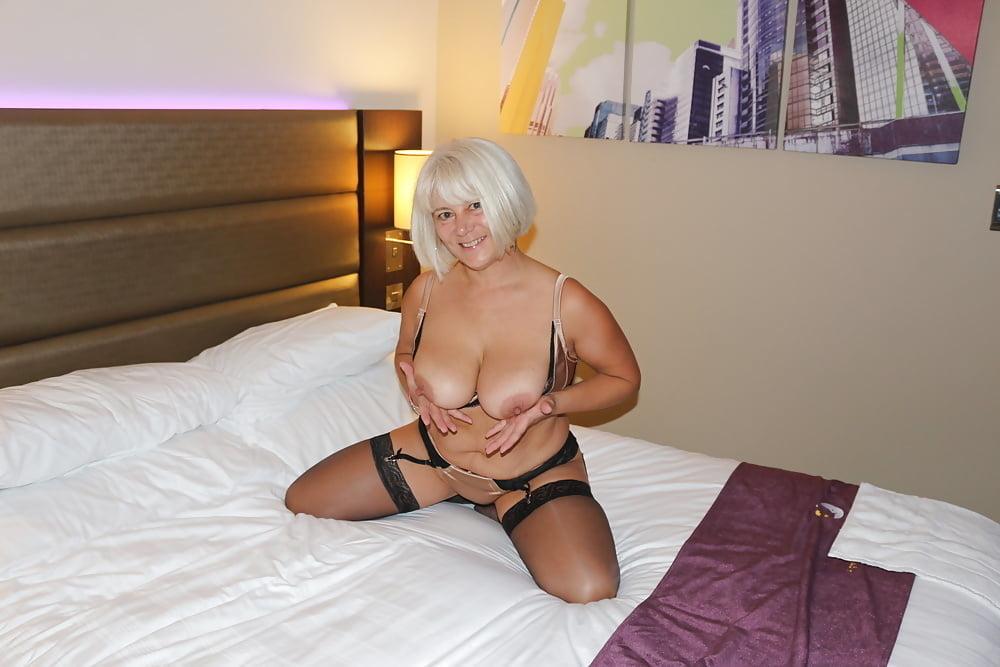 Lorna blu escort girl in manchester