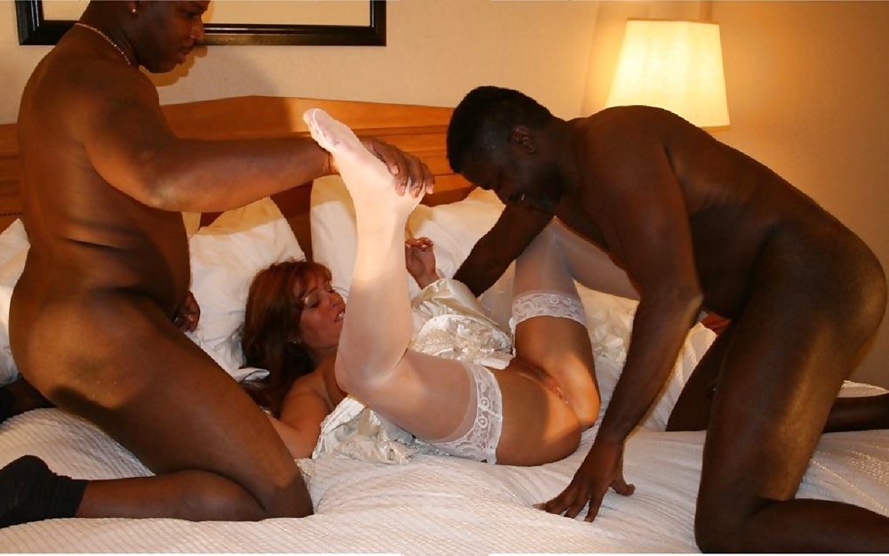 Wife feeds black cum out her pussy to cuckold