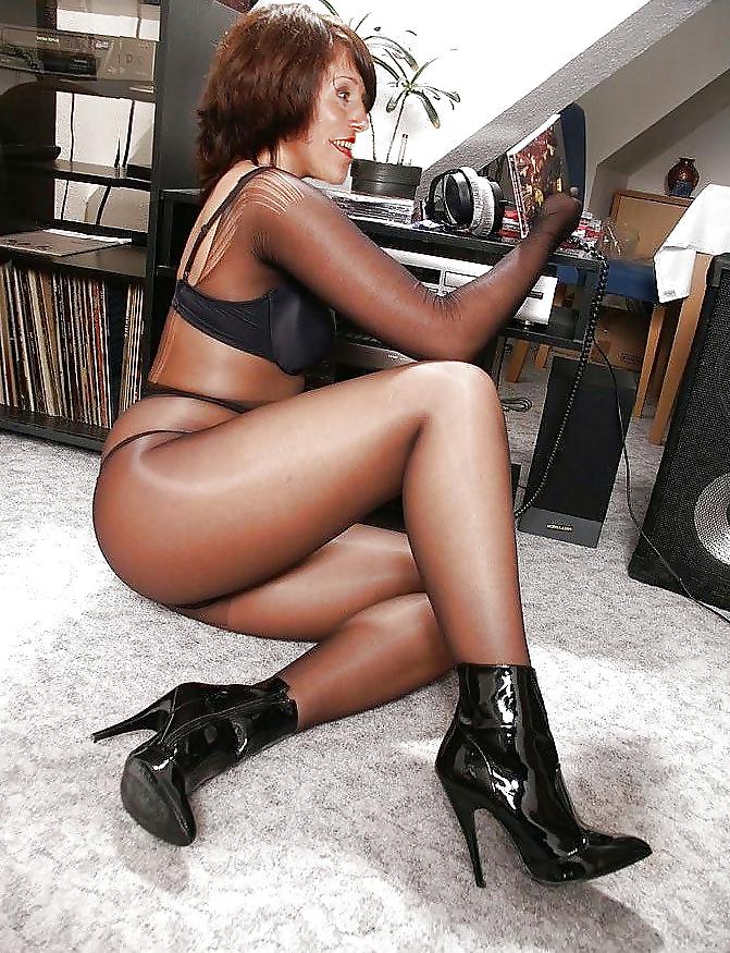 Sexy legs skirts stockings pics