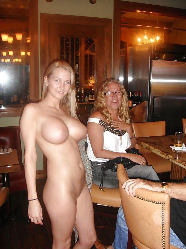 Naked hooters waitress fappening