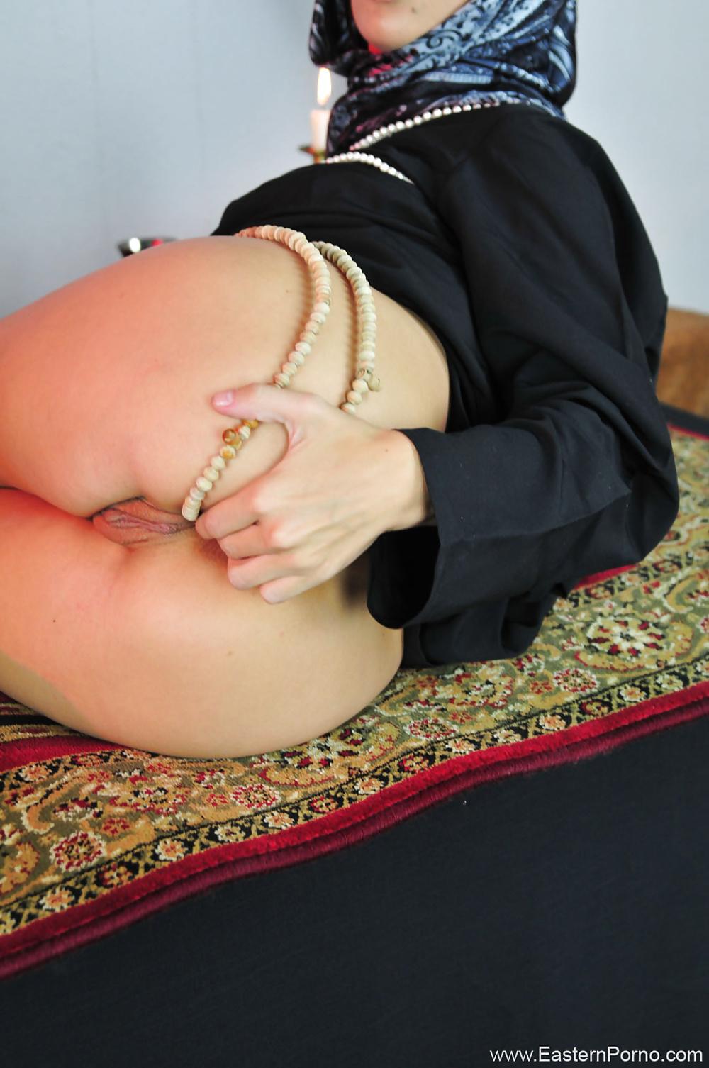 Babe masturbating muslim Masturbation solo