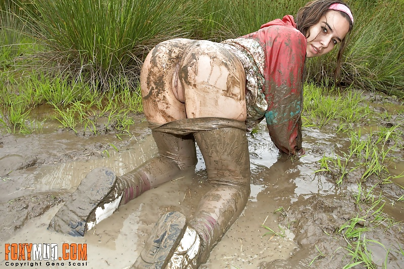 Mature cunts fucked in the mud like a pig