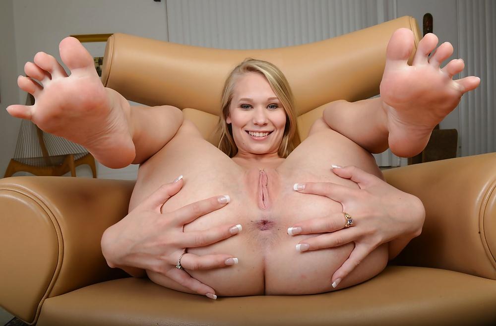 Mia khalifa feet porn pics