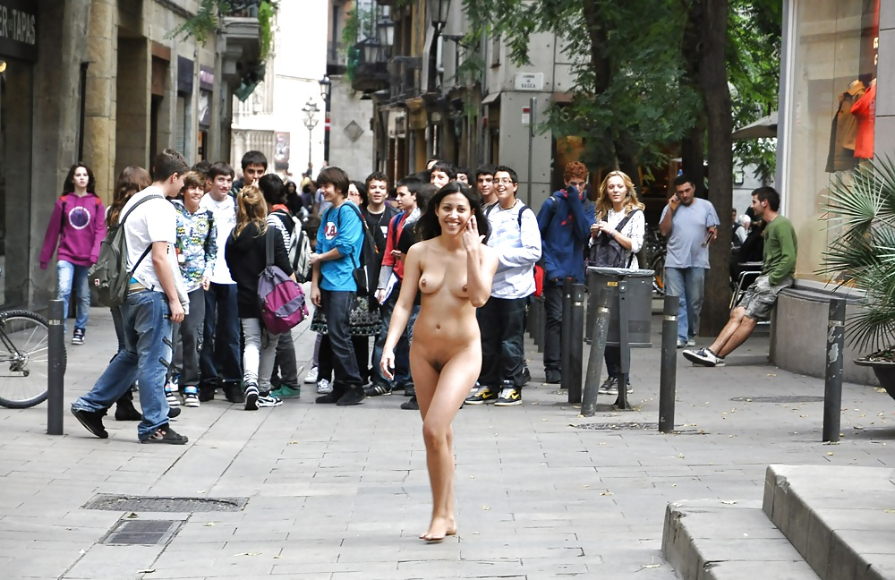 topless-in-public-places