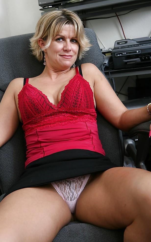 Mom's upskirt panties