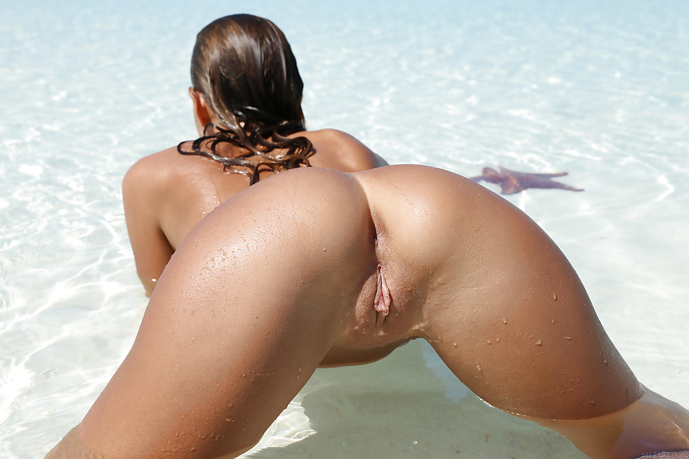 Women Ass Tanned Wet Body Water Back Tattoo Urlgalleries 1