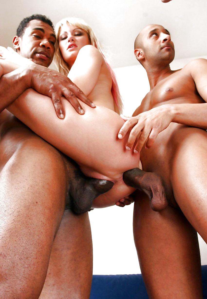 Обалденных частных порно ролик с меж расой большими сиськами ласкает