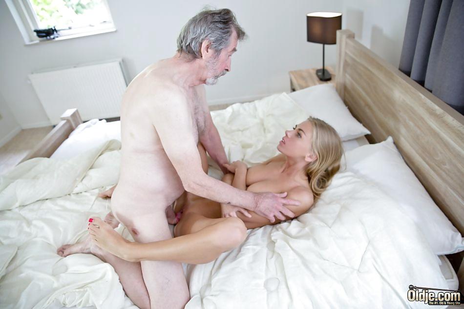 Older man fucking younger woman