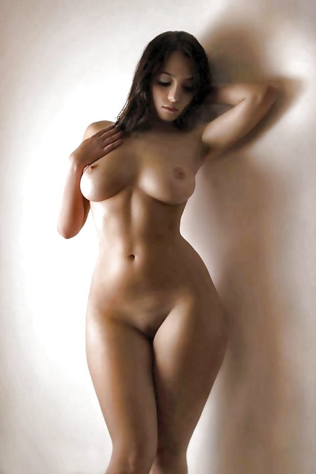фигуристые девчонки голые фото женщина испытывает