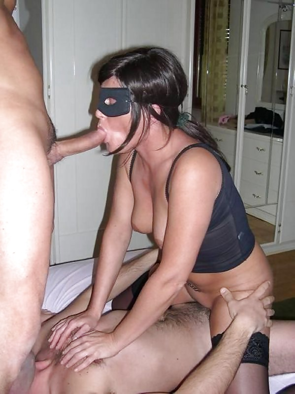 Amateur wife tries blindfold
