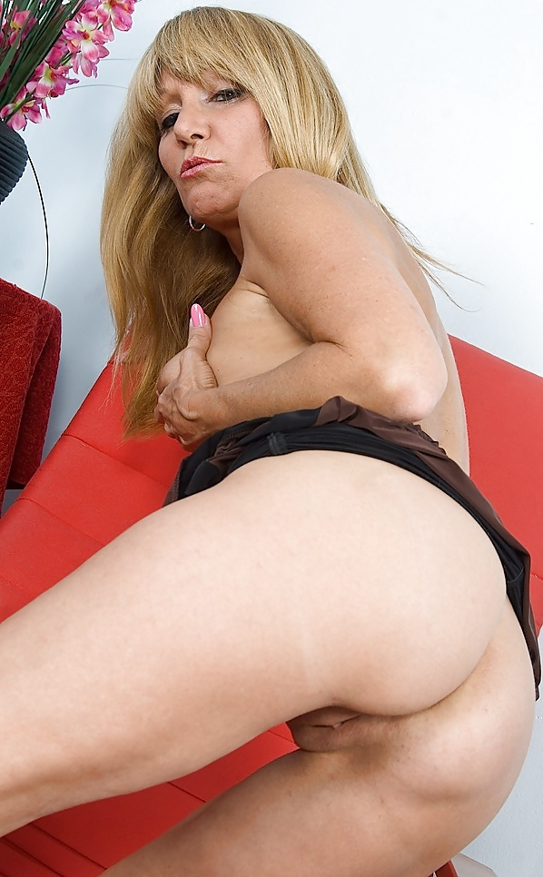Salacious Blonde Mature Jessica Sexton Poses In Pink Corset And Stockings Then Strips It All