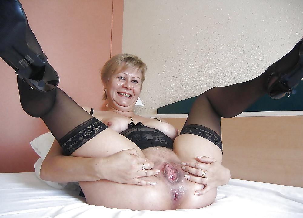 Старая женщина раздвигает ноги фото смотреть, трахается узбекские девушки