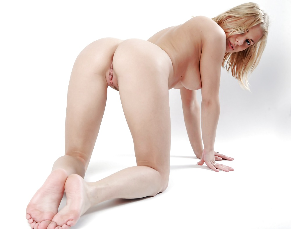 biology-naked-sexy-women-on-all-fours