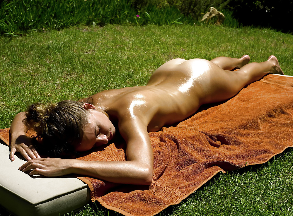 Diy suntan oil with bronzer