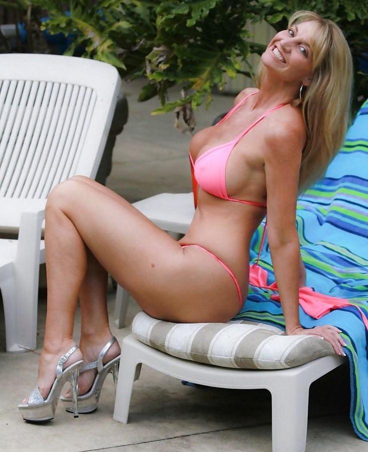 China Custom Mature Women Thong Bikini Swimsuit Padded Woman One Piece Swimwear