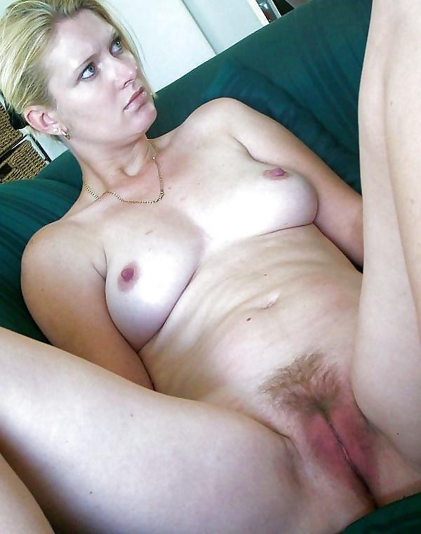 Bodybuilderin Taetowierte Sexspielzeuge Orgasmus
