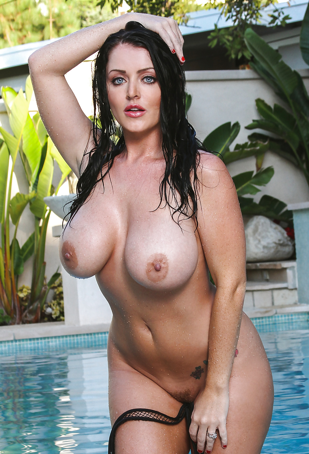 голые фото грудастых актрис этой причине