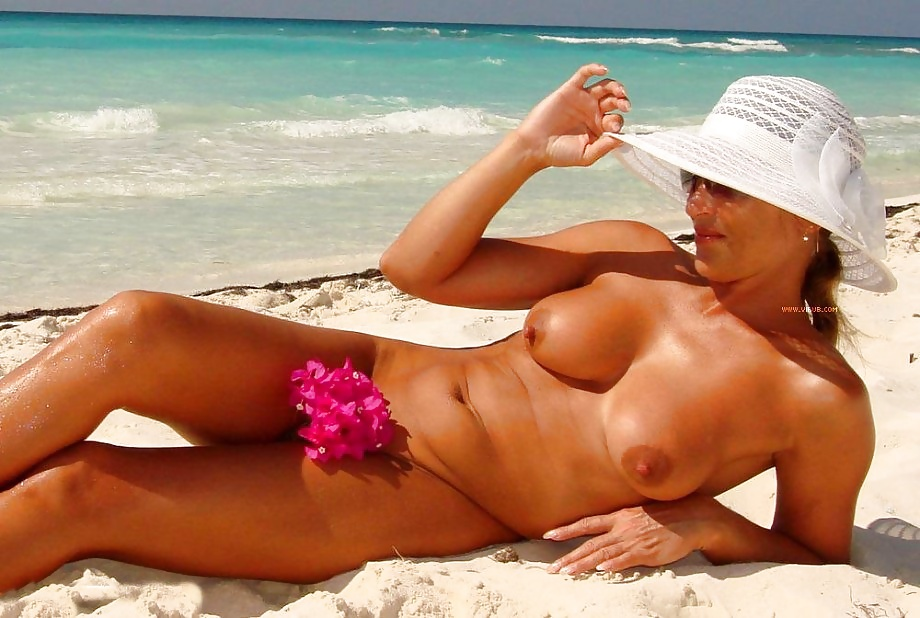 Alisa Amore Naked On The Beach