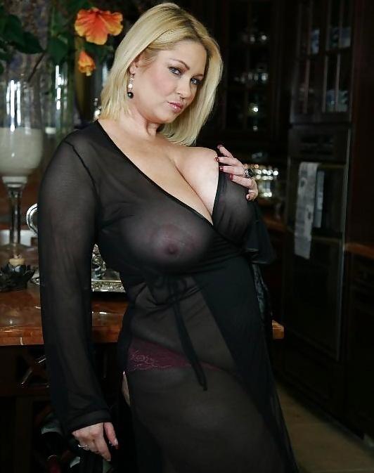 ogromnie-siski-v-prozrachnoy-bluzke-porno