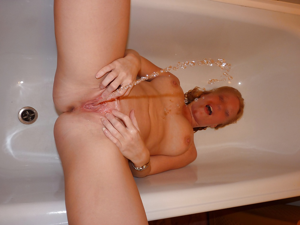 Watch ebony girl pissing in bath
