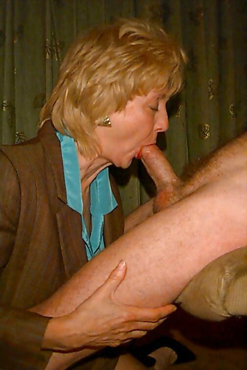 Free hd tattoed short haired student suck old dick porn photo