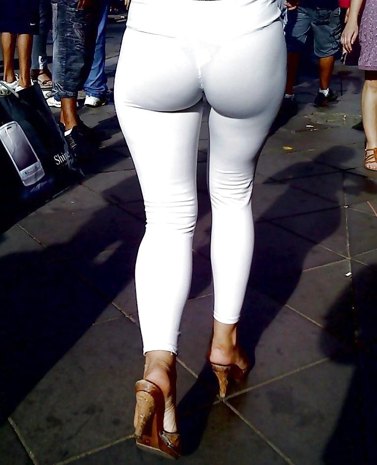 это девушки в просвечивающих брюках верил это