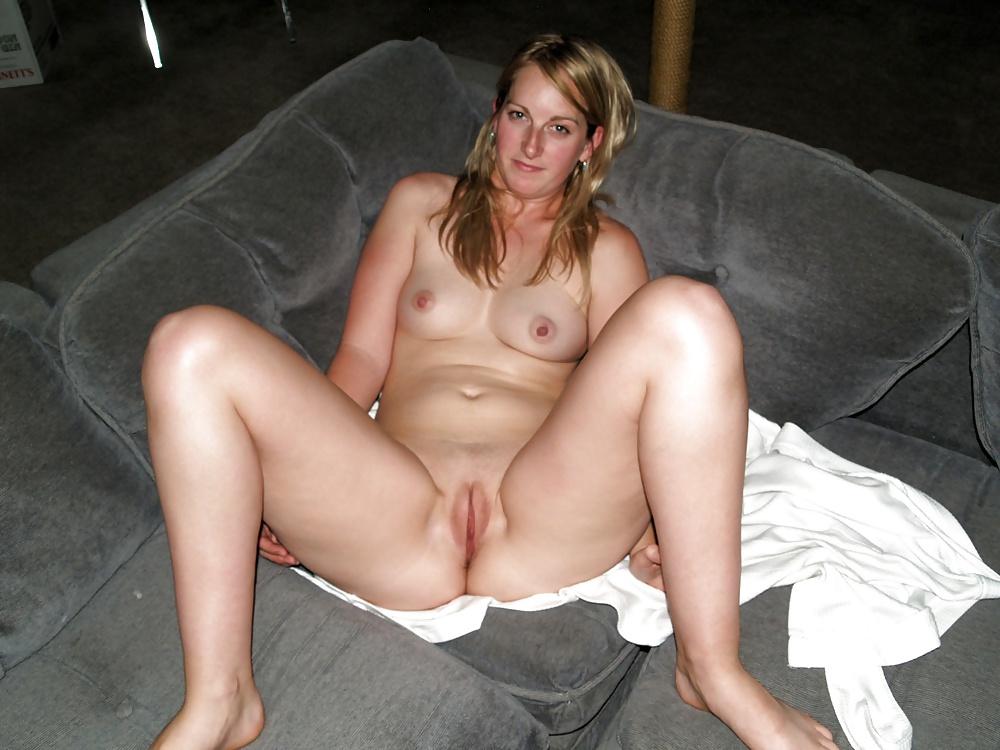 Hot Nude Mature Women Spreading