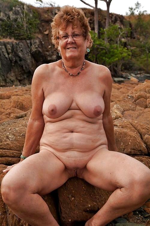 Порно баба дрочит своему мужу