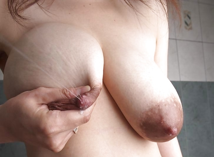 Indian Bhabhi Online Showing Boobs And Pussy Lactating Milk