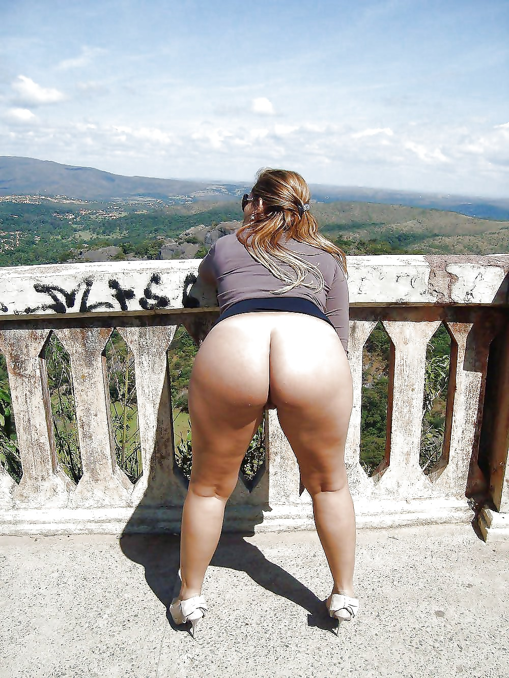 ful-butt-naked-outdoors-bnude