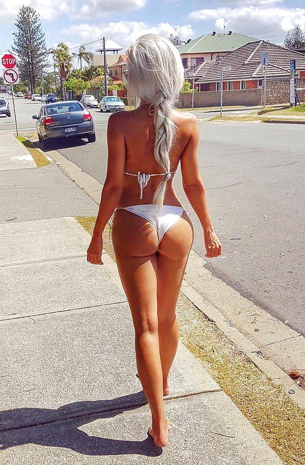 Голая русская девушка фотографируется на улице видео, как красиво трахаться девки